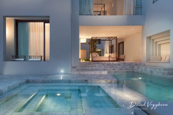 Mise en valeur de l'architecture dans un hôtel de luxe.